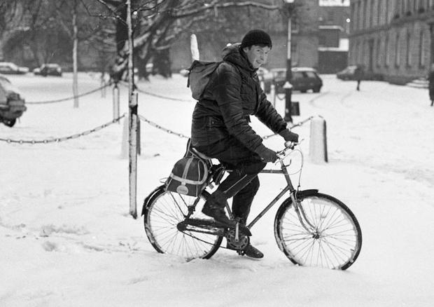 Early morning snow scenes in Dublin City Centre, 18/01/1985 (Part of the Independent Newspapers Ireland/NLI Collection).