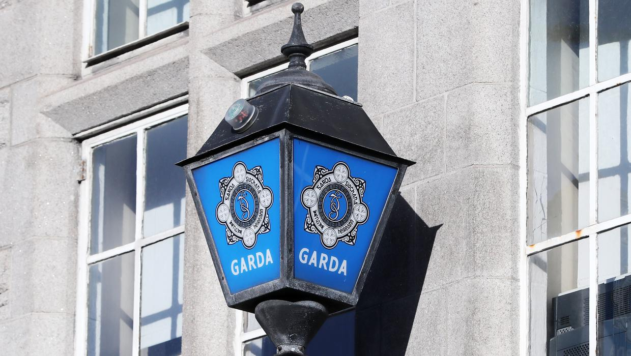 Multiple patrols rush to Galway beach after 40 youths obstruct gardaí during course of arrests