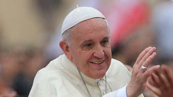 Pope Francis advises that families should eat together and put away their smart phones