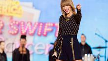 "Singer Taylor Swift performs on ABC's ""Good Morning America"" to promote her new album ""1989"" in New York (REUTERS/Lucas Jackson)"