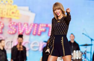 """Singer Taylor Swift performs on ABC's """"Good Morning America"""" to promote her new album """"1989"""" in New York (REUTERS/Lucas Jackson)"""