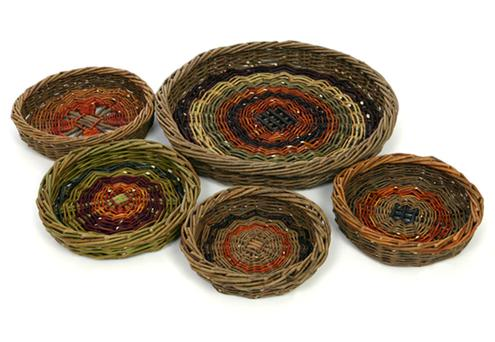 Scoibs were traditionally used in many parts of Ireland to strain the cooked potatoes. The potatoes were tipped into the basket which was then placed back over the pot to keep the food warm