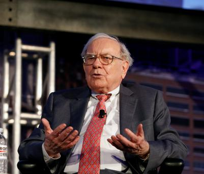 Warren Buffett, chief executive officer of Berkshire Hathaway Inc., speaks at a Detroit Homecoming event the Center for Creative Studies in Detroit, Michigan, U.S., on Thursday, Sept. 18, 2014. Photographer: Jeff Kowalsky/Bloomberg