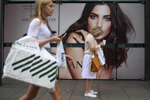 British shoppers taking advantage of summer sales on the high street, official figures show