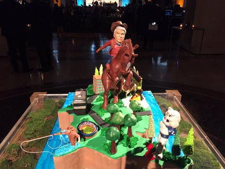 The cake which was tweeted by 'Variety' reporter Cynthia Littleton, shows Mr Malone, dressed as a cowboy, and sitting on a bucking bronco