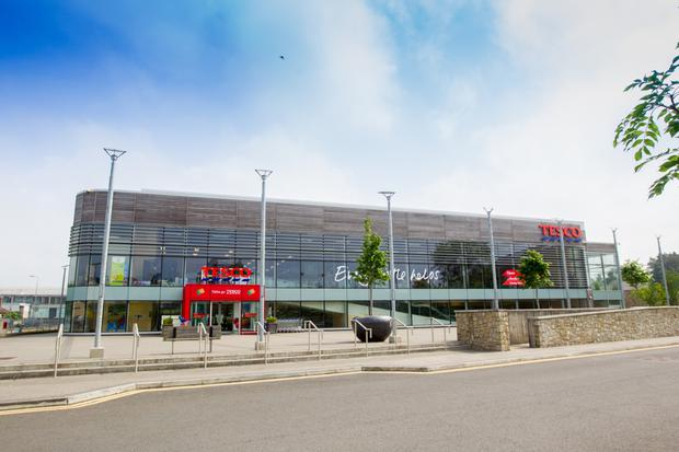 The construction of Tesco's supermarket premises in Roscrea, Co. Tipperary, was pre-funded in 2010 by Israeli investor Igal Ahouvi