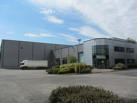 Unit 105 extends to 1,681 sq m and sits on a site of 1.6 acres