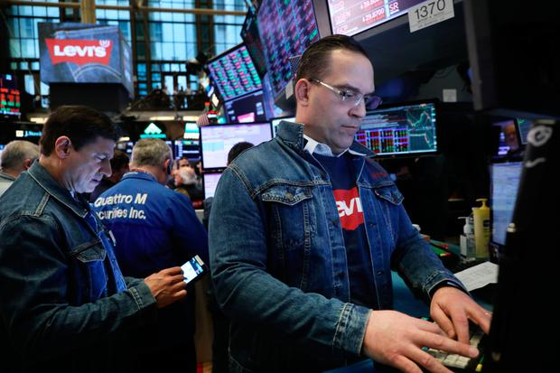 Levi Strauss IPOs at NYSE