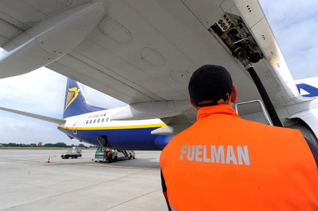 An Ryanair aircraft refuels at the Brussels South airport in Charleroi, Belgium. Photo: Jock Fistick/Bloomberg News