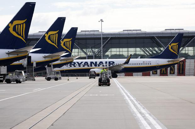 Ryanair has amended the terms of its current €700m share buyback programme to ensure that its ownership structure adheres to EU rules in the event of a hard Brexit.