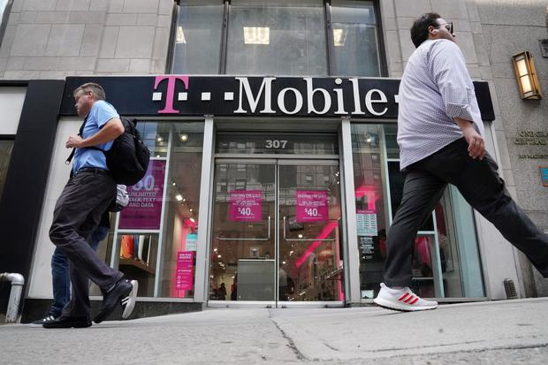Mobile's $26.5B Sprint deal OK'd despite competition fears