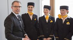 Mixed picture: Lufthansa CEO Carsten Spohr meets cabin crew members