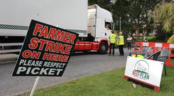 Picket: Farmers from the Beef Plan Ireland movement speaking to truck drivers at the picket line outside Keypak in Clonee, Co Meath. Photo: Frank McGrath