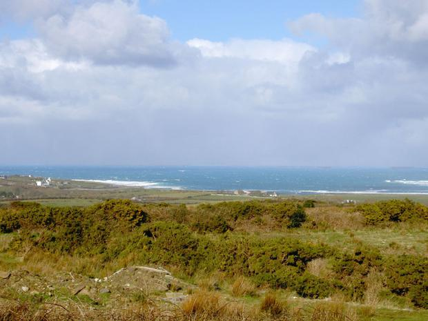 The property is close to a number of beaches and Belmullet golf course