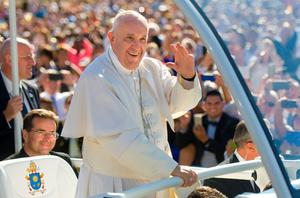 Pope Francis makes his way into the Basilica of the National Shrine of the Immaculate Conception in Washington, D.C.