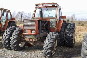 A 1993-plated Fiat 140-90 4WD tractor with 4,951 hours and dual wheels