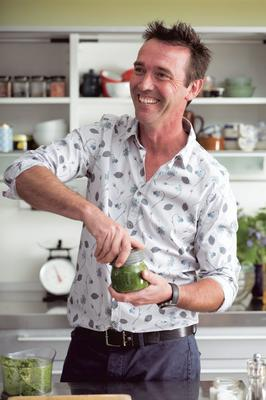 Kevin Dundon will be cooking and presenting Irish beef on US Breakfast TV.