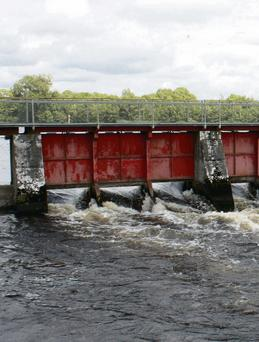 Farmer leaders were critical last year of of the delay in raising the boards on top of Meelick Weir