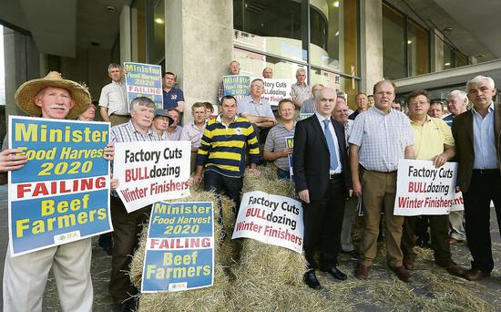 Farmers led by IFA president Eddie Downey and IFA national livestock chairman Henry Burns, protest at the current crisis. Picture: Finbarr O'Rourke