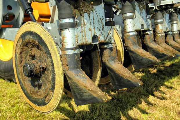 Spring application can deliver over three times more nitrogen per ha than summer spreading.