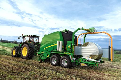 Flexible: John Deere's new Kombi Ready option is available to order with any 900 series baler with fast release system