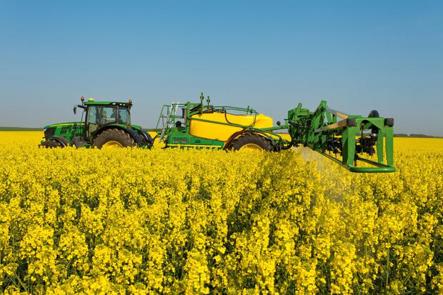 John Deere's new 4400-litre capacity trailed sprayer.