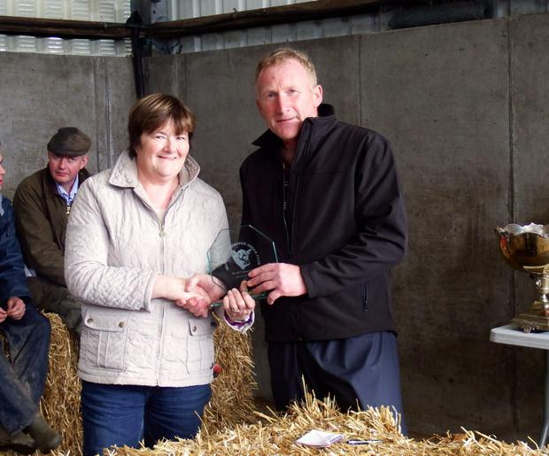 Sheila O'Brien, Coomnaclohy, Ballyvourney, Co. Cork receiving the award for Best Small Herd & Best Heifer Calf from John McEnroe (judge), Oldcastle, Co. Meath at the recent Munster Aberdeen Angus Open Day in Carrigaline