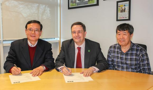 Horse Sport Ireland's CEO Damian McDonald with Professor Ahn, chairman of the Korea Society of Horse Industry (left), and Professor Kim, head of equine science at Seoul National University