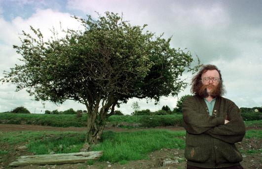 Foklorist and storyteller Eddie Lenihan made international headlinesin 1999 when he led a protest against the proposed uprooting of a whitethorn tree to make way for a road project.