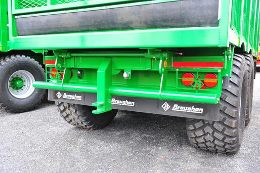 Agri vehicles must be equipped with full lighting systems at all times