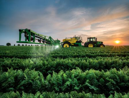 John Deere's automatic boom levelling and height control system, BoomTrac, is now available on the mid-specification M700 and M900 series models.