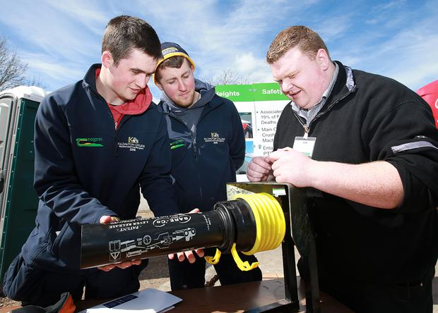 Teagasc's Tillage Advisor Michael McCarthy pictured with Kildalton Agriculture College students, David Rennick, Trim Co Meath and Stephen Morrissey, Fethard-on-Sea, Co Wexford.