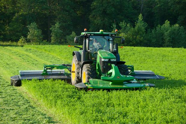 John Deere's triple mower conditioner will be demonstrated at FTMTA Grass & Muck 2016.