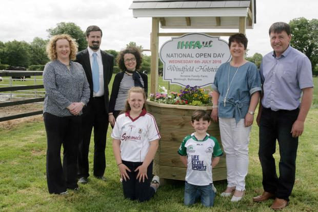 Maeve Carty and John Stanford representing AIB with Edel Forde (IHFA Cork) and Orla and Tommy Screene with their children, Aoibhinn and Ronan to announce the IHFA National Open Day.