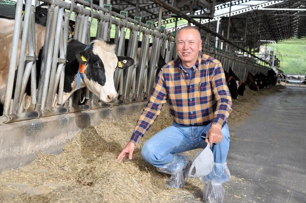 Mehmet Dogan runs Titar Dairy Farm where, along with 50 staff milk, he milks 1,000 Holstein cows. There is an additional 2,000 head of dry cows, heifer replacements and bull beef.