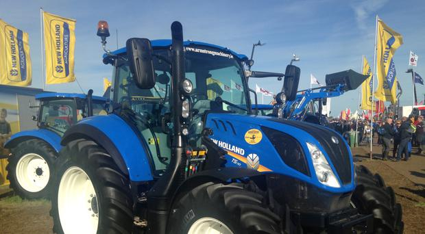 New Holland's T5 range of tractors with power outputs from 99-117hp will appeal to livestock and dairy farmers. The T5 is available in three models; the 99hp T5.100, the 107hp T5.110 and the 117hp T5.120.