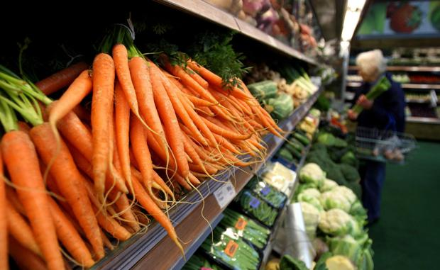 A retailer recently ran a promotion offering free carrots and potatoes when customers bought roast beef.