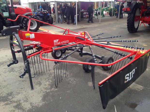 Farmec displayed some new Sloveninan-made SIP range of grass machinery, including this single rotor rake with four double spring tines per arm on a modular rotor and with a tandem axle as standard. Known as the Star 470/13, a flexible tandem axle on the rotor chassis provides good ground contouring and higher working speed