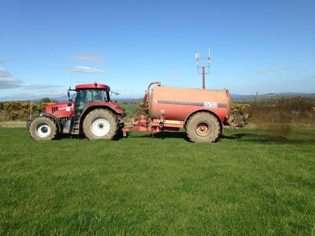 Dalton Agri run three Hi-Spec slurry tankers and charge €40 an hour for spreading with the Moscha swivel spout applicator.