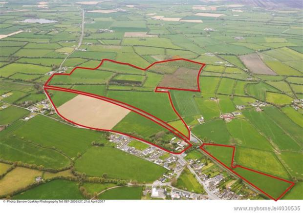 The house and yards on 40ac lie to the south of the railway line with 125ac to the north and a smaller parcel separated from the rest of the holding