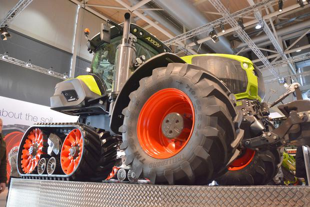 German manufacturer Claas unveiled a number of new products even before the main crowds arrived on Monday morning. Among them was the Terra Trac system fitted to a Jaguar forage harvester and an Axion tractor.