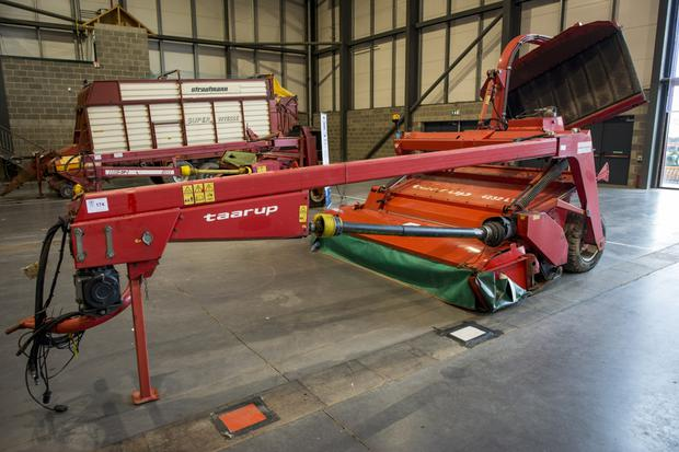 Kverneland mower with grouper sold for €4,750