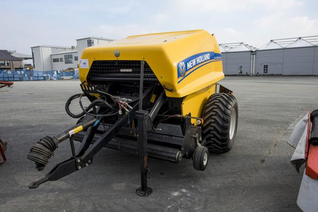 New Holland round baler (2014) sold for €9,400