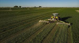 The driver mowed an average of 43 acres per hour when setting the world in Colorado