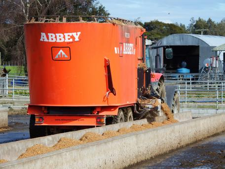 Twin auger Abbey Machinery tub feeder