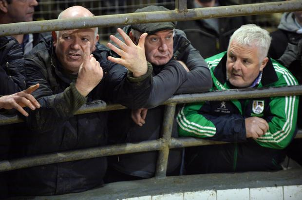 Mike Loftus, Kilmaine makes a bid watched by Martin Lydon and Michael Gibbons, both from Cross. Photo: Ray Ryan.