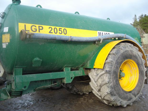 Wheel nuts and bearings should be checked daily during spreading; agitating properly is worthwhile to help reduce blockages, especially in trailing shoe slurry application systems fitted with a macerator