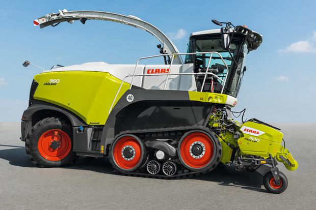 The German company impressed judges for their automatic system that raises the front drive roller, substantially reducing the shear effect when working on grass covers.