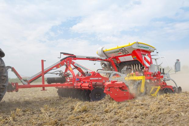 The Multiline sees a compact disc harrow in combination with a new tyre packer and seed drill installed as standard. It can be used with lighter tractors and comes in 3m and 4m working widths.