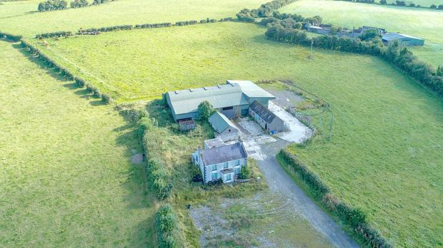 The farming facilities include a 33ac out-farm with its own residence
